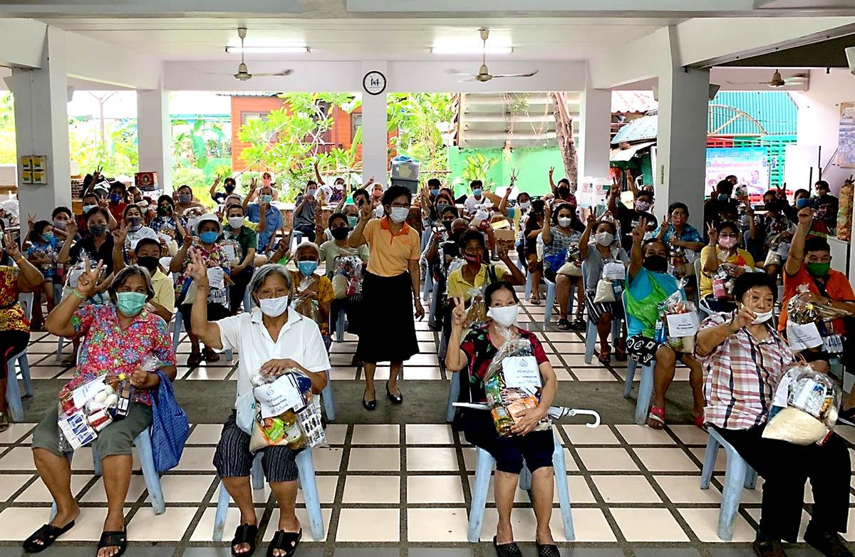 ความสุขเล็กๆ ในชุมชนคลองเตย กับภารกิจช่วยเหลือชุมชนสู้โควิด-19  ของมูลนิธิดวงประทีป และมูลนิธิไอวีแอล - มิติหุ้น | ชี้ชัดทุกการลงทุน